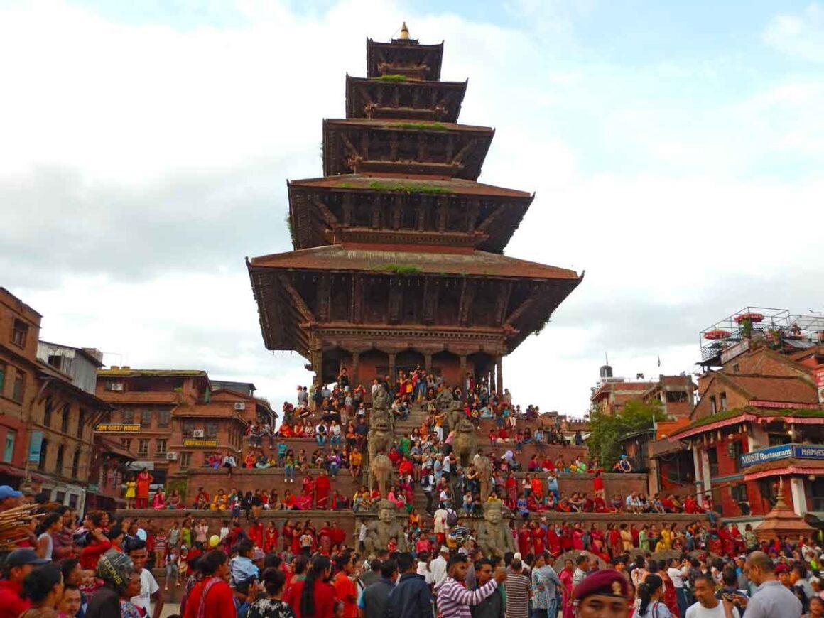 Festività in Nepal ad agosto: Tempio Nyatapola di Bhaktapur, in Nepal durante la festività Gai Jatra ad agosto