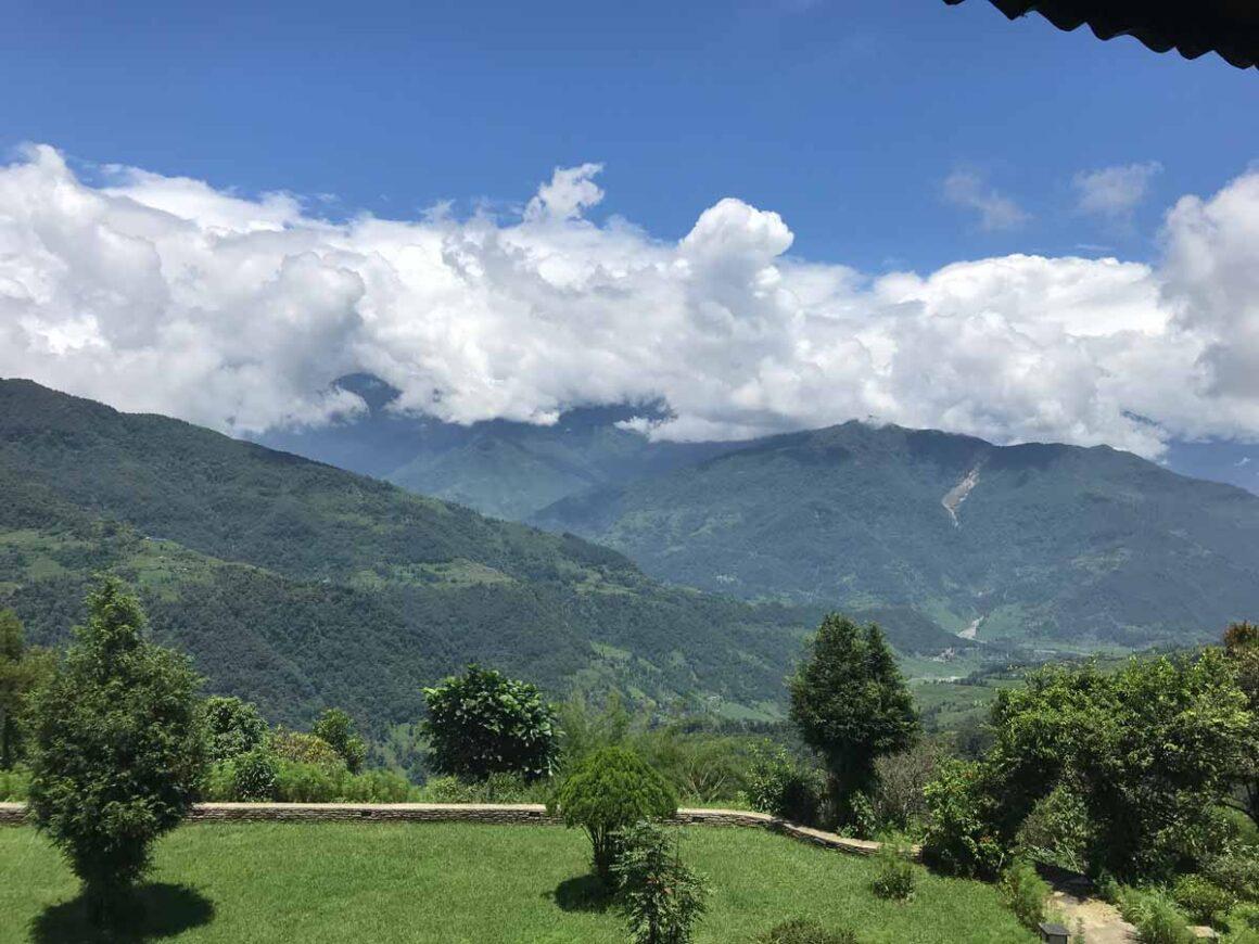 Nuvole bianche sulle colline di Dhampus, Nepal