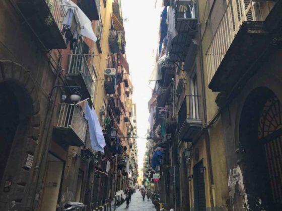 Visitare Napoli: itinerari a piedi
