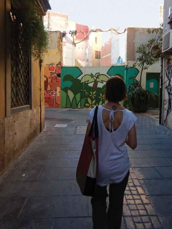 Vie colorate di murales in centro a Valencia
