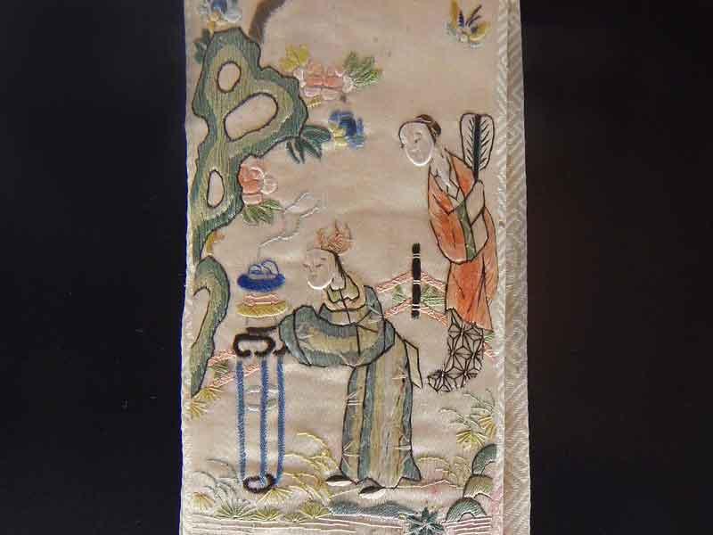 Dettaglio ricamo abito tradizionale cinese a Trieste