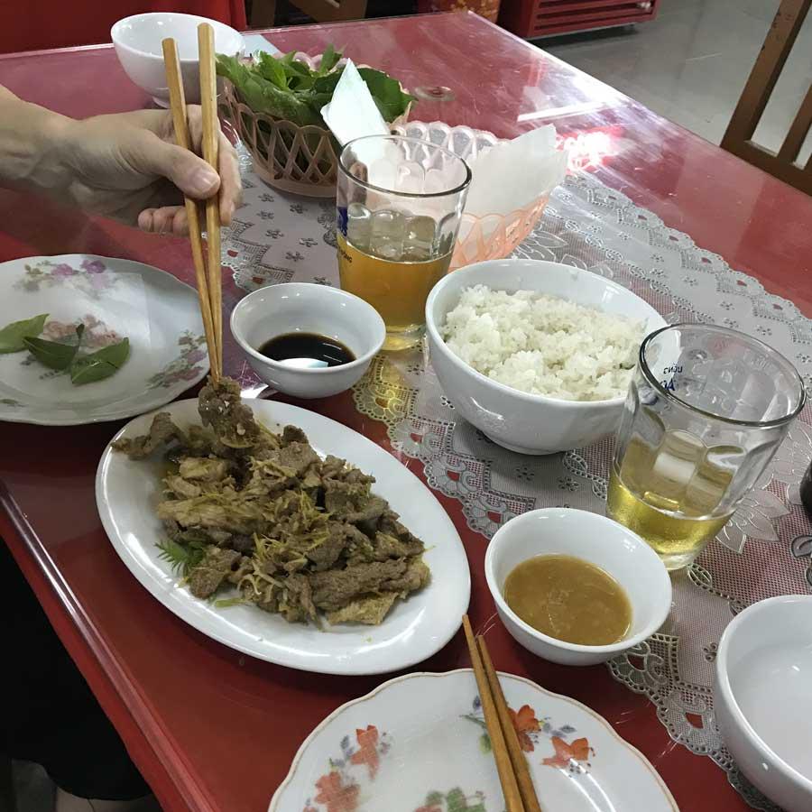 Cucina vietnamita: carne di capra grigliata a Ninh Binh