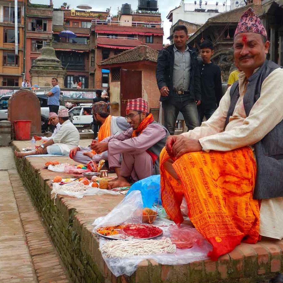 Festività in Nepal ad agosto: Bramini in Piazza Durbar a Patan, Nepal